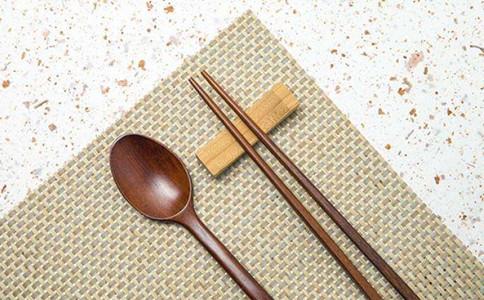 申论热点:使用公筷共建餐桌文明